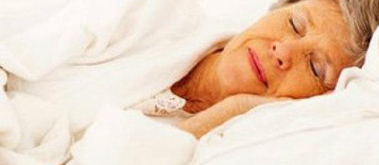 Dormir sete ou mais horas por dia faz bem ao coração, diz estudo
