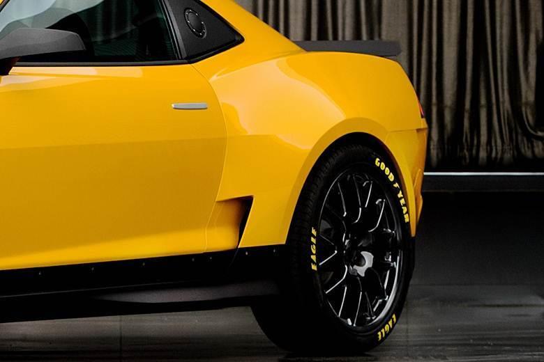 Já a traseira sugere que o novo Chevrolet Camaro manterá parte das formas atuais, que foram remodeladas no fim de março, às vésperas do Salão do Automóvel de Nova York (EUA)VEJA TAMBÉM>Novo Chevrolet Camaro deve chegar ao Brasil ainda em 2013>Polícia apreende Lamborghini roxo que brilha no escuroQUER SABER TUDO SOBRE CARROS? ACESSE R7.COM/CARROS