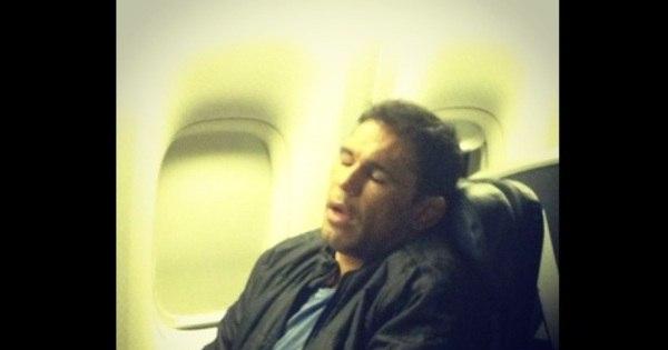 Sem noção, Márcio Garcia tira foto de Minotauro dormindo ...