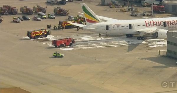 Aeroporto de Heathrow é fechado por causa de incêndio em avião ...
