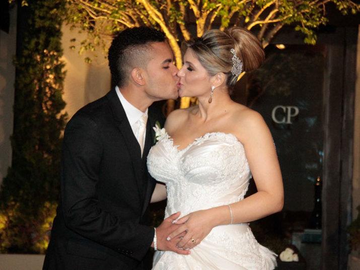 O atacante ex-Corinthians é casado com a modelo Dani Souza