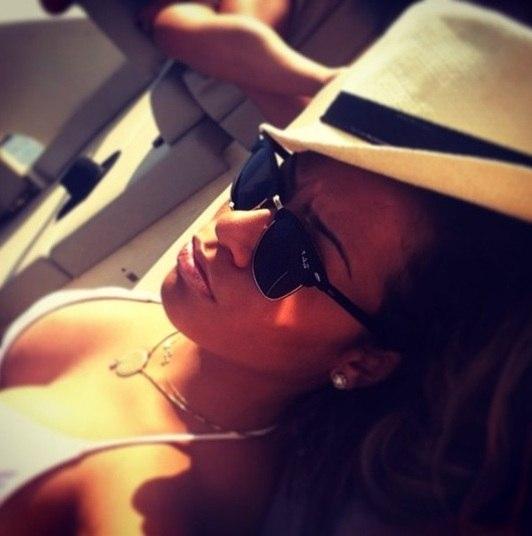 Rafaella, irmã do craque Neymar, também tem chamado a atenção por causa da sua beleza. Ela sempre está mostrando o corpão nas fotos que posta nas redes sociais