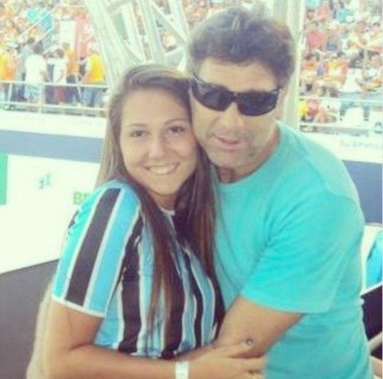Não deve ser fácil ser pai desse mulherão, Renato Gaúcho está tendo muito trabalho com os marmanjos que correm atrás da sua filha