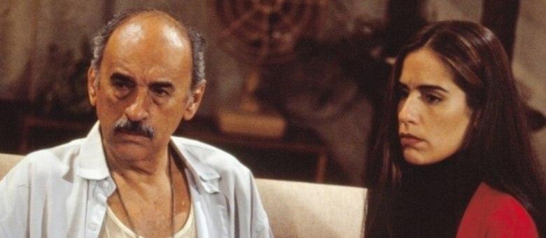 Sebastião VasconcellosEm 2013, os 86 anos, o ator de Mutantes (2008) morreu de choque séptico.Seus papéis de maior destaque foram emTieta (1989)— interpretou Zé Esteves, o pai da protagonista Beth Faria — eem Mulheres de Areia (1993)— era Floriano, pai das gêmeas Ruth e Raquel, interpretadas por Glória Pires. Em 2004, ele se despediu da Globo na novelaCabocla