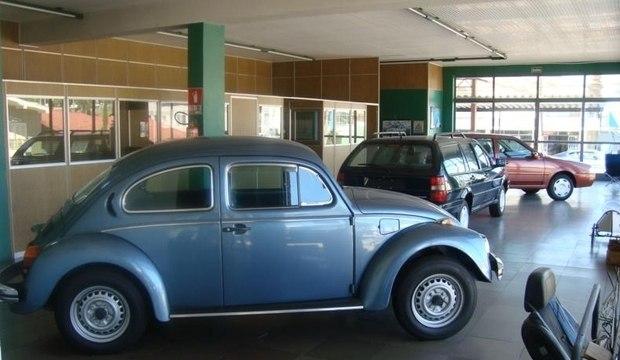 Concessionária Volkswagen fechada desde 2002 ainda guarda carros antigos 'novinhos'