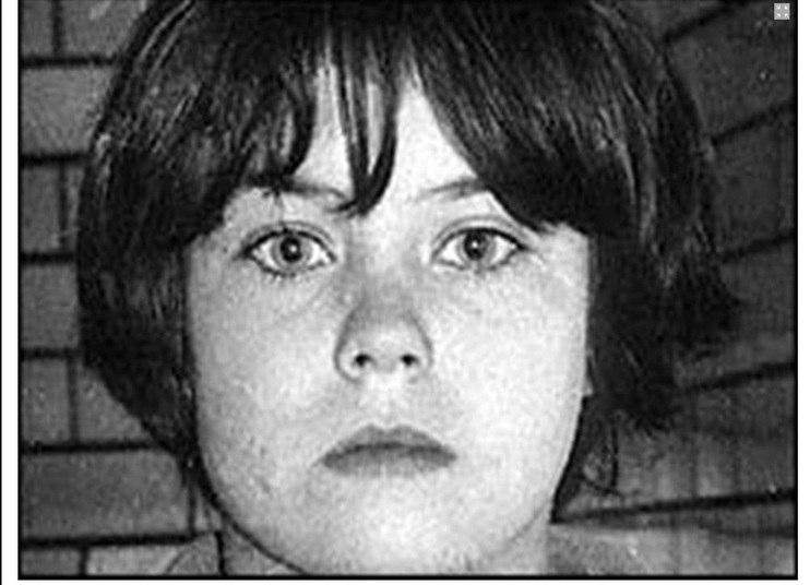 O caso de Mary Flora Bell é um dos mais conhecidos. Ela foi condenada aos 11 anos pela morte de dois meninos: Brian Howe, de três anos, e Martin Brown, de quatro.   O primeiro crime aconteceu em maio de 1968, quando a garota asfixiou e jogou o corpo de Martin Brown do segundo andar de uma casa abandonada. Apenas dois meses depois, Brian Howe caiu em uma armadilha de Mary Bell em um local onde crianças costumavam brincar, próximo a uma linha ferroviária. O menino foi estrangulado e teve as coxas e os genitais perfurados, além da letra M marcada na barriga