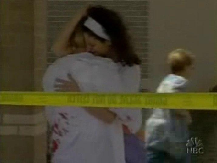 Uma dupla de amigos com o hábito de perturbar as demais crianças fazendo piadas desagradáveis: uma situação questionável, mas bastante comum. Não passaria disso, se os dois garotos em questão não fossem os responsáveis por um ataque a tiros em uma escola de Jonesboro, no Estado do Arkansas, nos EUA, em 24 de março de 1998. Quatro crianças e uma professora morreram