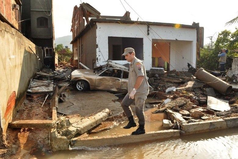 Bombeiros vistoriaram todas as casas para buscar possíveis vítimas