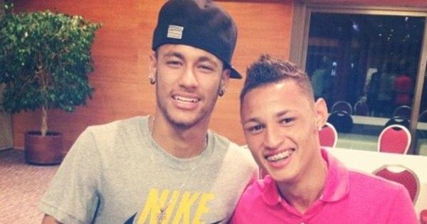 Deslumbrado em Barcelona, Neilton tieta Neymar e faz turismo ...