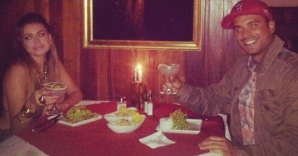 Manoella Stoltz e Gustavo Salyer curtem jantar à luz de velas ...