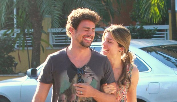 Carol Nakamura adia seu casamento e Grazi e Cauã podem reatar