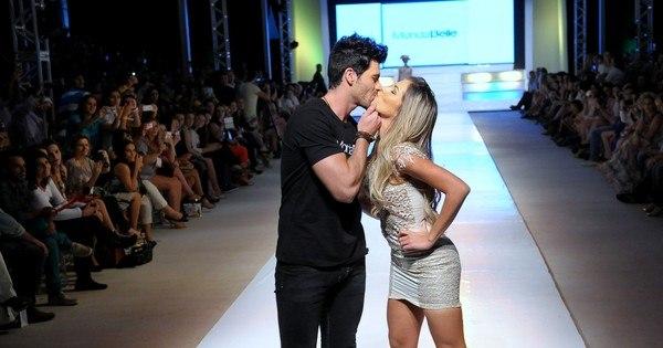 """Insatisfeita! Ex- BBB Adriana reclama após desfilar com Rodrigão: """"O ..."""