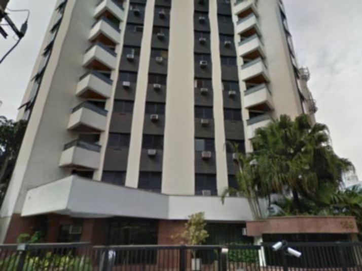 O luxuoso prédio tem um dos apartamentos que pertencem a Ronaldo, no  bairro dos Jardins, em São Paulo. Há pouco mais de um ano, o Fenômeno  revoltou os vizinhos com uma obra em sua residência. Lembre o que ocorreu