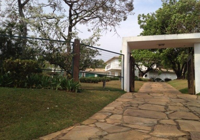O portão de entrada é da mansão que Ronaldinho Gaúcho adquiriu em Belo  Horizonte, para onde se mudou em 2012, quando se transferiu para o  Atlético-MG