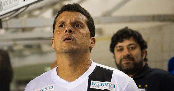 Técnico do Santos relembra caso com travestis e provoca Ronaldo ...