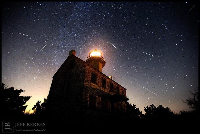 Apesar de não ser tão chamativo no hemisfério Sul, o evento poderá ser  visualizado por volta das 3h30, ao olhar na direção da constelação de  Perseu (norte). A indicação é tentar visualizar o evento a olho nu, nada de binóculos e telescópios