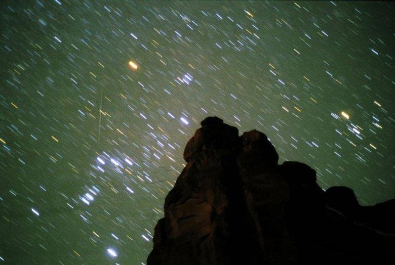 Para conseguir ver a chuva de meteoros é necessário que você olhe para cima e não foque no horizonte