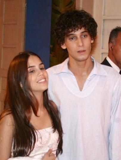 Quando era mais novinha, Pérola namorou com Rafael Almeida, que foi seu par romântico em uma novela. Eles namoraram por três anos e, hoje em dia, são muito amigos. Tanto que Pérola até desejou a ele sucesso no novo namoro. Veja aqui!