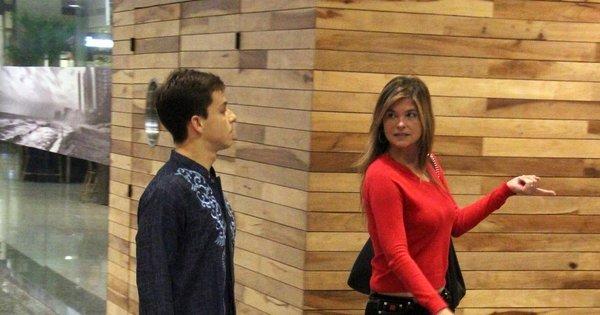 Cristiana Oliveira vai ao shopping acompanhada de amigo - Fotos ...
