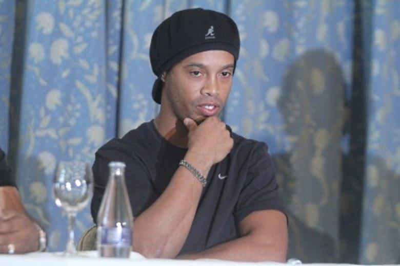 Em entrevista feita para a revista Playboy, o craque do Atlético Mineiro, Ronaldinho Gaúcho, afirmou que não está mais sozinho e que agora está namorando. Leia mais  Veja a seguir quais são as gatas que podem ter fisgado o coração do meia campeão do mundo com a seleção brasileira em 2002