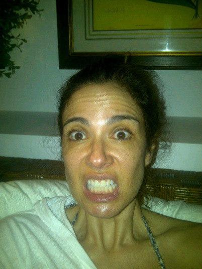 Luciana Gimenez em clique no Instagram: cara lavada, manchinhas no rosto e cabelo despenteado