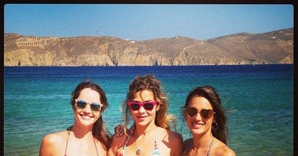 De biquínis, top models mostram o corpão em praia da Grécia ...