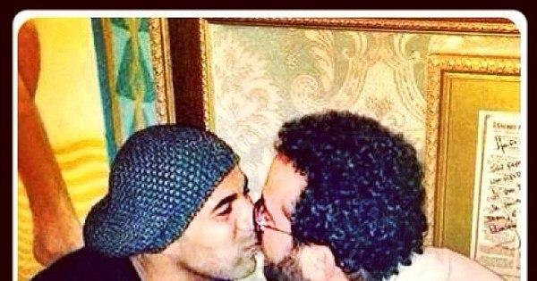 É Dia do Beijo! Sheik, Maradona e Ronaldo são alguns jogadores ...