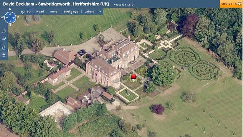 O ex-jogador Beckham possui diversas casas. Uma delas fica na Inglaterra, perto de Londres, e tem piscina interior e exterior, além de um minizoológico
