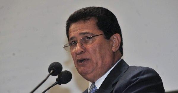 Deputado renuncia à presidência do PR para votar a favor do ...