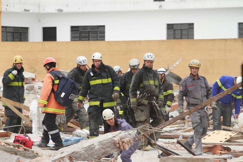 Sete pessoas morreram no desabamento de um prédio em construção  na avenida Mateo Bei, em São Mateus, zona leste de São Paulo, na manhã  desta terça-feira (27). Vinte e duas pessoas já foram socorridas