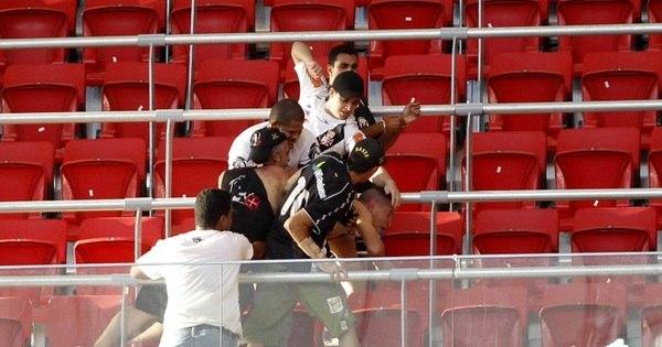 Corinthians e Vasco são punidos por briga de torcedores no Distrito ...