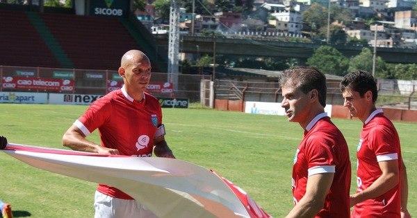 Alegando salários atrasados, Túlio deixa o clube, volta para Goiás e ...