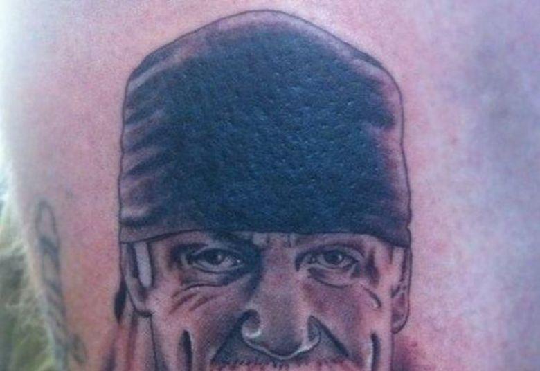 O Hollywood Hogan é tão bruto que o bigode dele tem sua própria cara, que tem seu próprio bigode