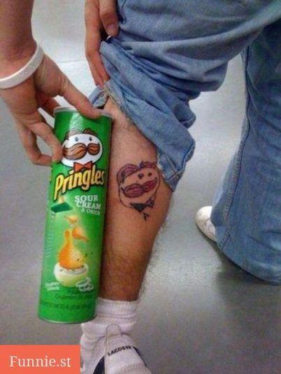 Qual o significado do bigodudo da lata de Pringles, não dá pra ter idéia.