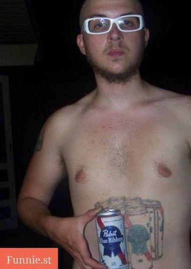Putz cara, ainda se fosse uma tattoo de uma cerveja boa... Mas de Pabst?