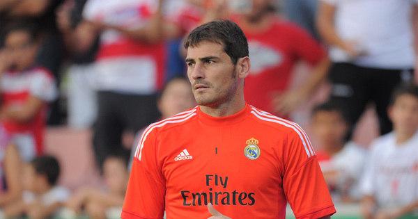 Reserva no Real Madrid, Casillas foi premiado como o melhor ...