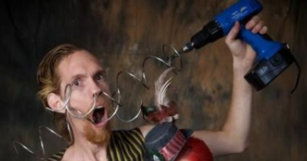 Casal com modificações corporais bizarras ganha a vida no circo ...