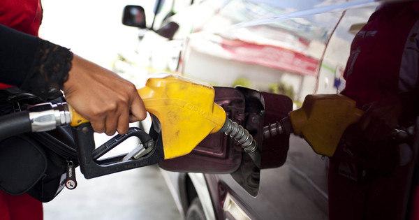 Entenda por que o petróleo fica mais barato lá fora e o preço da ...