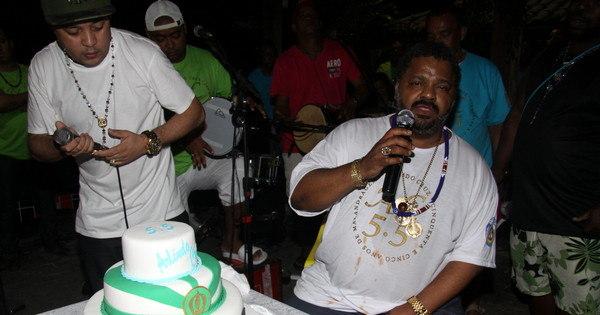 Arlindo Cruz faz aniversário com pagodão e futebol - Fotos - R7 ...