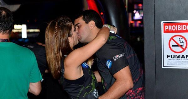 Rock in Rio da pegação: veja quem foi vista aos beijos no quarto ...