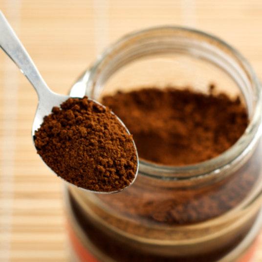 Para completar o desjejum, 75 kg de café em pó tipo tradicional superior porR$ 1.126,50, cada quilo ao custo de R$ 15, além de 160 quilos de pão francês, consumo de aproximadamente um quilo de pão diariamente