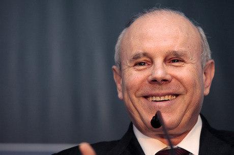 Mesmo com PIB fraco, Mantega diz que País terá crescimento maior do que em 2012