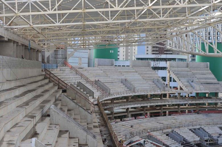 Apesar de suportar menos gente do que o novo estádio do Timão, as arquibancadas do Allianz Parque serão mais verticais e lembrarão a famosa La Bombonera, estádio do Boca Juniors, da Argentina