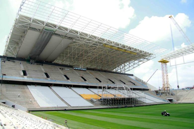 Parte das arquibancadas já tem cadeiras instaladas. O estádio do Timão atendeu a normas rígidas da Fifa e será ultramoderno