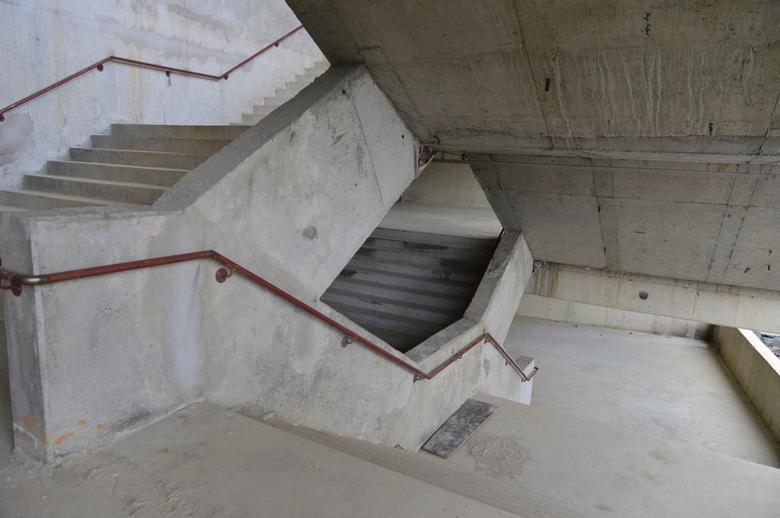 No estádio do Palmeiras, as escadas que dão acesso às arquibancadas já estão prontas. Os dois estádios também terão elevadores