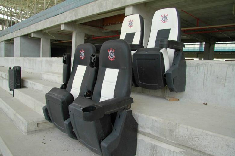 O Corinthians também testa modelos de cadeiras para alguns setores