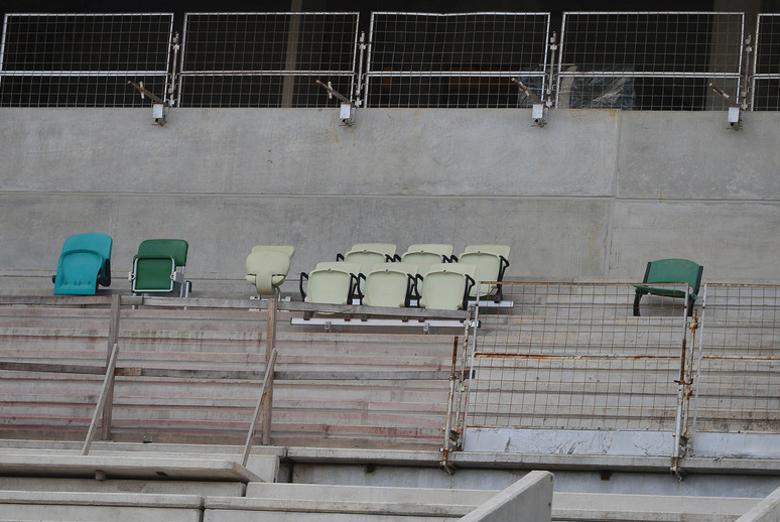 Nas arquibancadas do antigo Palestra Itália, a construtora WTorre ainda testa diferentes tipos de cadeiras