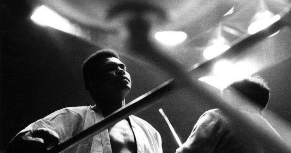 Anos 70: Pelé aconselha Muhammad Ali a deixar o boxe - Esportes ...