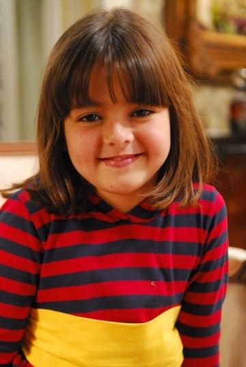 A atriz prodígio estreou na TV aos 6 anos de idade, mas foi aos 9 que ela explodiu como Rafaela, filha da personagem de Giovanna Antonelli, em Viver a Vida, da Globo