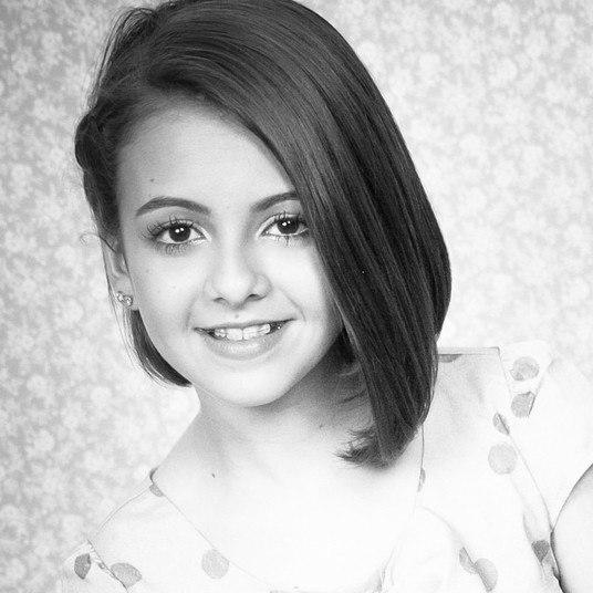 Mesmo que ainda tenha rostinho de menina, Klara está crescendo e se mostra mais madura com suas atitudes e um estilo equilibrado, sem tentar forçar nada